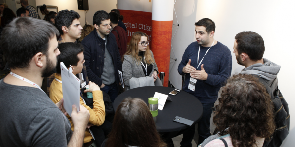 Trainer Mounir Ibrahim gives a speed-geeking session at TechCamp Cyprus.